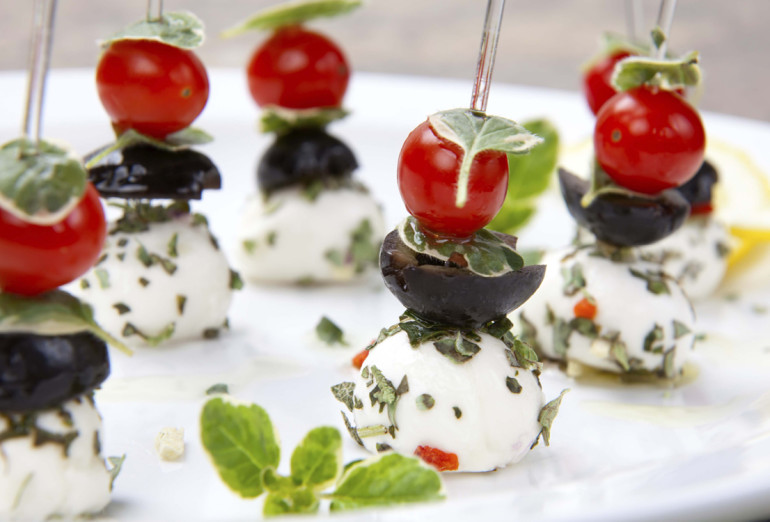 Овощные пирамидки с помидорами черри