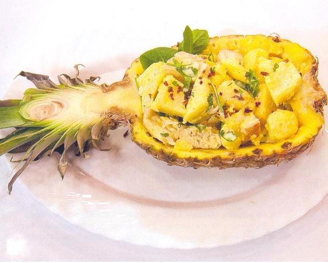 Салат с ананасом, куриной грудкой и креветками